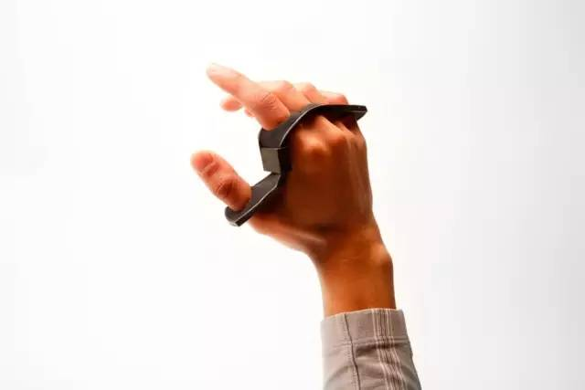 TapStrap手指戴上它,就能隔开打字