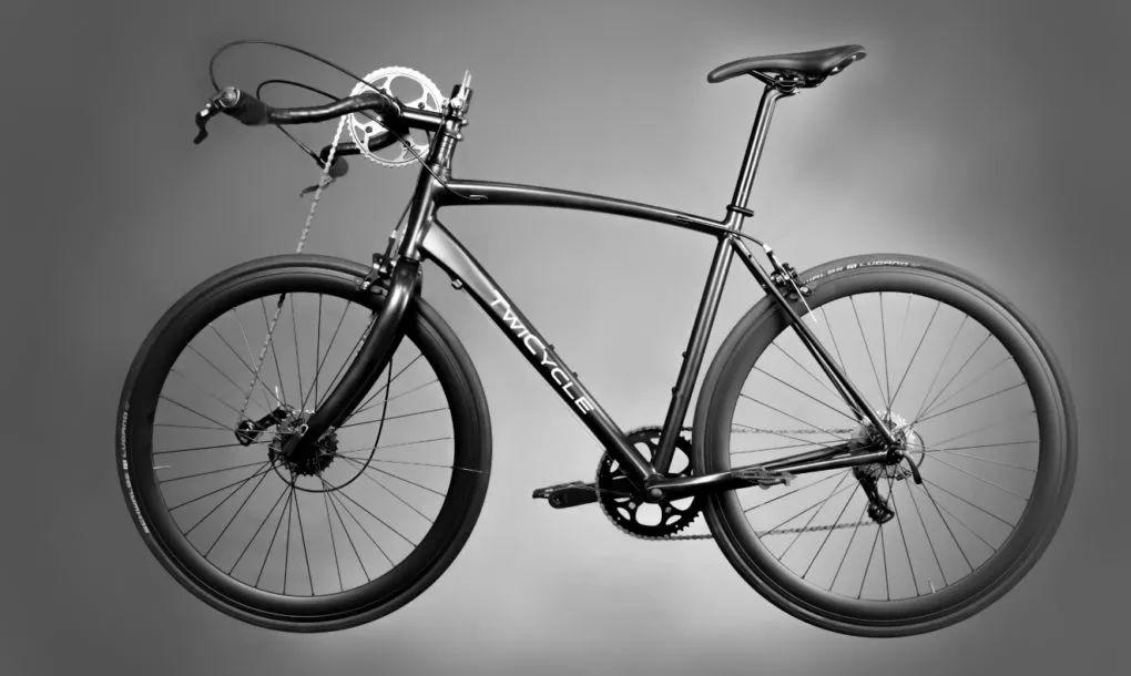不仅可以用脚,还能用手骑的自行车