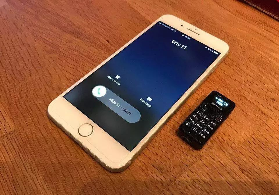 全世界最小的手机Zanco Tiny T1,仅有拇指大小